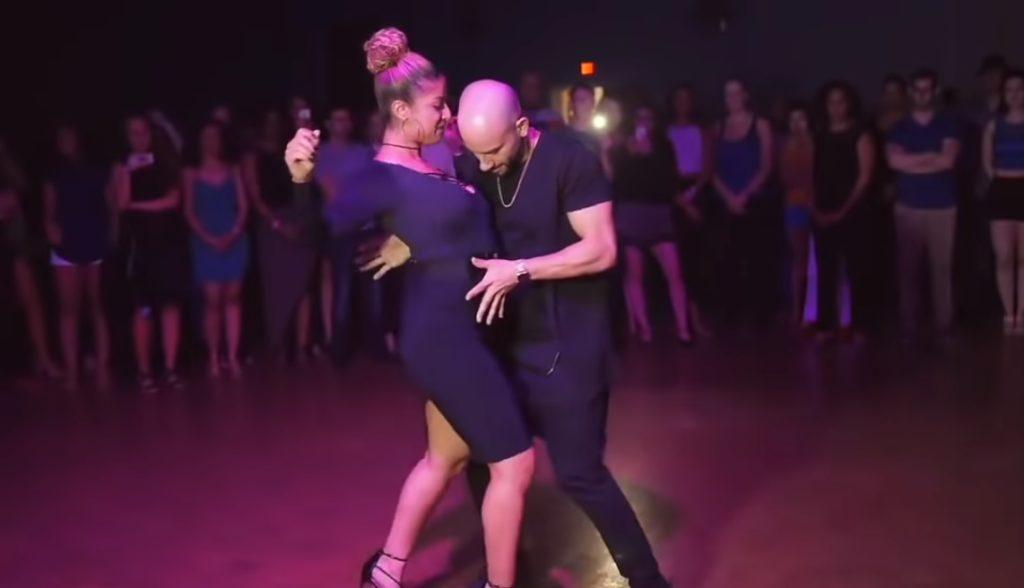 Танец под «Седую ночь».
